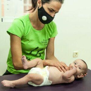 fisioterapia-para-colico-lactante-bebes