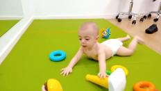 que hace un bebe de 6 meses-postura del nadador